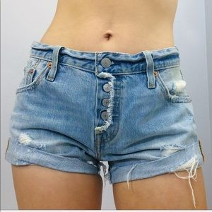 Size 25 LEVI'S   Light Wash Exposed Button Shorts!